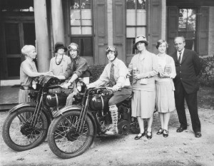 Dillwyn And Gigi Parrish Leave Claymont For Their honeymoon On October 3, 1927.
