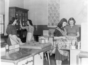 8005-000-015 Caesar Rodney April 1940 Home Making Class KC