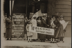 Suffrage envoys from San Francisco greeted in New Jersey on their way to Washington D.C. to present a petition to Congress. The petition contained more than 500,000 signatures.